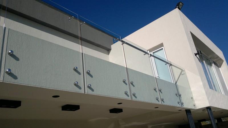 Herreria de vanguardia venta de escaleras y barandas for Barandas de vidrio y acero